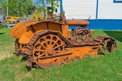 在显示的一台古色古香的推土机在一个室外博物馆在北加拿大 库存图片