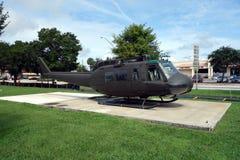 在显示的一架老直升机 图库摄影