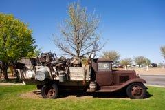在显示的一辆老农厂卡车在得克萨斯 库存图片