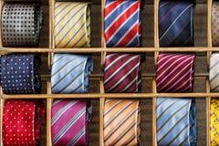 在显示的丝绸领带 免版税库存照片