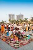 在显示的书刊上的图片,印地安工艺品公平在加尔各答 免版税库存照片