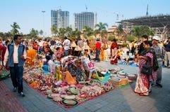 在显示的书刊上的图片,印地安工艺品公平在加尔各答 库存照片