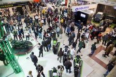 在显示的人参观的摩托车在欧亚大陆motobike商展2015年, CNR商展 库存照片