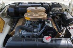 在显示的克莱斯勒300引擎 库存照片