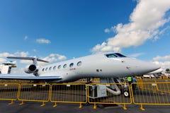 在显示的卡塔尔航空执行委员Gulfstream G650ER公司喷气机在新加坡Airshow 图库摄影