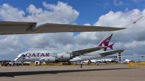在显示的卡塔尔航空空中客车A380在新加坡Airshow 免版税库存照片