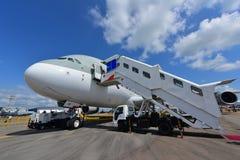 在显示的卡塔尔航空空中客车A380超级庞然大物在新加坡Airshow 库存照片