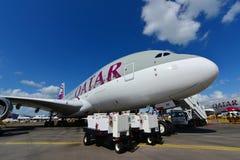 在显示的卡塔尔航空空中客车A380超级庞然大物在新加坡Airshow 免版税库存照片