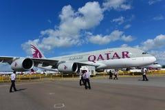 在显示的卡塔尔航空空中客车A380超级庞然大物在新加坡Airshow 库存图片