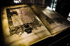 在显示的古老书在Lotte世界魔术海岛 免版税库存照片