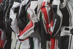 在显示的摩托车衣服在EICMA 2014年在米兰,意大利 免版税库存图片