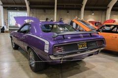 在显示的普利茅斯Hemi Cuda 1970年小轿车 免版税库存照片