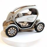 在显示的未来派个人概念汽车有白色背景 免版税库存照片