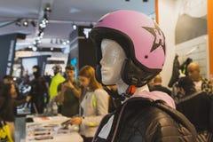 在显示的桃红色盔甲在EICMA 2014年在米兰,意大利 免版税库存图片