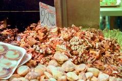 在显示的海鲜在巴塞罗那市场上 免版税库存图片