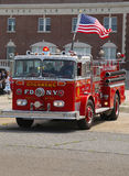 在显示的消防车在布鲁克林每年春天车展的古色古香的汽车协会 库存照片