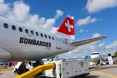 在显示的瑞士国际航空新的投炸弹者CSeries喷气式客机在新加坡Airshow 免版税库存照片