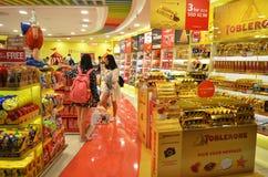 在显示的甜点在商店 库存照片