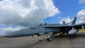 在显示的美国海军波音F/A-18E/F超级大黄蜂战斗机在新加坡Airshow 免版税图库摄影