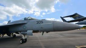 在显示的美国海军波音F/A-18E/F超级大黄蜂战斗机在新加坡Airshow 库存图片