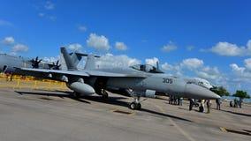 在显示的美国海军波音F/A-18E/F超级大黄蜂战斗机在新加坡Airshow 免版税库存照片