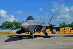 在显示的美国空军洛克西德・马丁F22猛禽在新加坡Airshow 免版税图库摄影