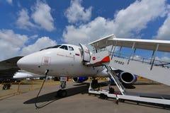 在显示的苏霍伊超音速喷气飞机100地方喷气机在新加坡Airshow 免版税图库摄影