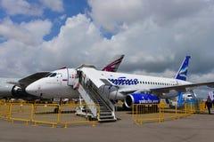 在显示的苏霍伊超音速喷气飞机100地方喷气机在新加坡Airshow 库存照片