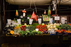 在显示的菜在市场上 库存图片