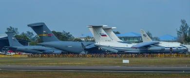 在显示的许多军用飞机 免版税库存图片