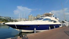 在显示的豪华游艇在新加坡游艇展示2013年 图库摄影