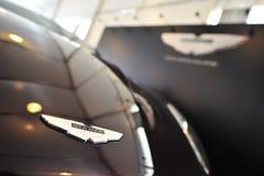 在显示的阿斯顿・马丁V12Vanquish盛大游览车在新加坡在一个程度15小游艇船坞俱乐部圣淘沙小海湾的游艇展示期间 库存图片