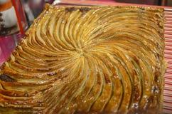 在显示的鲜美漩涡酥皮点心在戛纳面包店 免版税库存照片
