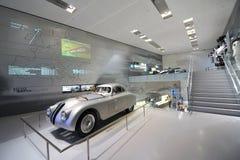 在显示的经典银BMW 328赛车在BMW博物馆 免版税库存照片
