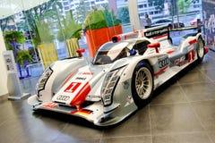 在显示的Audi R18 e-tron quattro勒芒赛车 库存图片