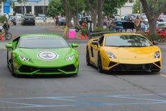 在显示的Lamborghini Huracan和Lamborghini Gallardo汽车 库存照片