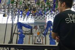 在显示的Makr shakr机器人酒吧系统 免版税库存图片