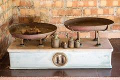 在显示,意大利的老经典葡萄酒标度 免版税图库摄影