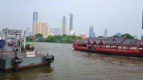 在晁Phraya,唐人街,曼谷,泰国的轮渡码头 股票录像