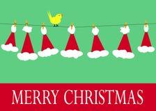 在晒衣绳的圣诞老人帽子 免版税库存图片