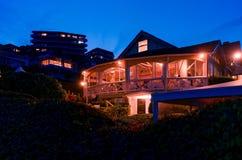 在晚上使旁边餐馆靠岸在悉尼,澳大利亚, 图库摄影