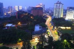 在晚上俯视厦门市 库存图片