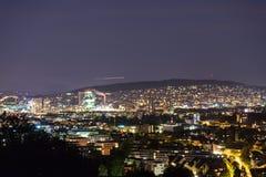 在晚上全景视图瑞士的苏黎世都市风景 免版税库存照片