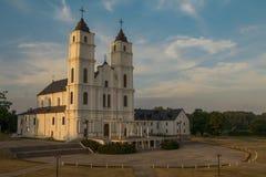 在晚上太阳光的Aglona宽容大教堂 库存照片