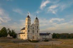 在晚上太阳光的Aglona宽容大教堂 免版税图库摄影