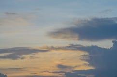 在晚上时间的天空 免版税库存图片