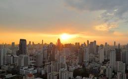 在晚上时间的都市风景日落 免版税库存照片