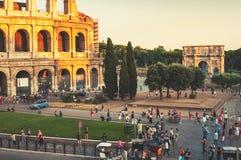 在晚上期间,罗马斗兽场在罗马 免版税库存图片
