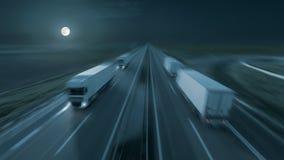 在晚上行动现代送货卡车的图象在高速公路的 免版税图库摄影