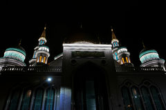 在晚上被拍摄的莫斯科清真寺 免版税库存图片
